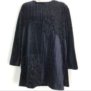 Liz& Co Black Velvet Tunic Size Medium